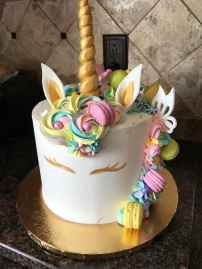 the unicorn cake I am obsessed with.... the detail!